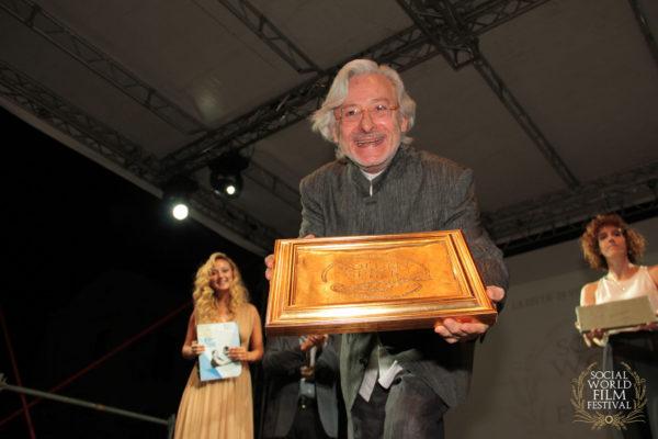 Premiazione di Leo Gullotta – SOCIAL WORLD FILM FESTIVAL