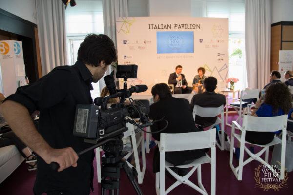 Presentazione a Cannes – SOCIAL WORLD FILM FESTIVAL